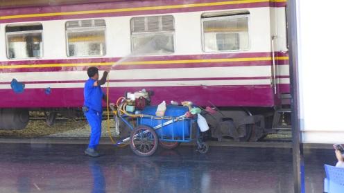 Die Reinigungsanlage der Thai Railway Company funktioniert vorbildlich.
