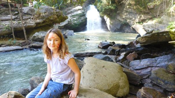 Station am Wasserfall: Keine zwei Minuten später ist Greta bereits ins Wasser gesprungen.