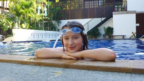 Best pool in town: Wer war wohl die Erste im Wasser?