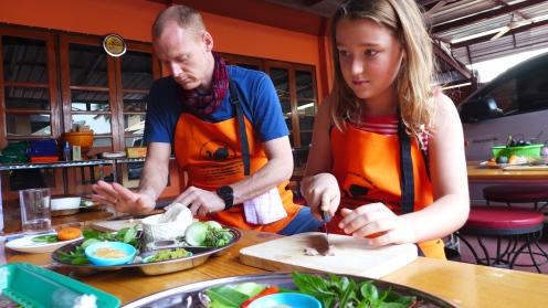 Schnippel, schnippel: Zuhause werden wir die köstlichen Gerichte für den Gewinner unseres Musik-Quizes nachkochen.