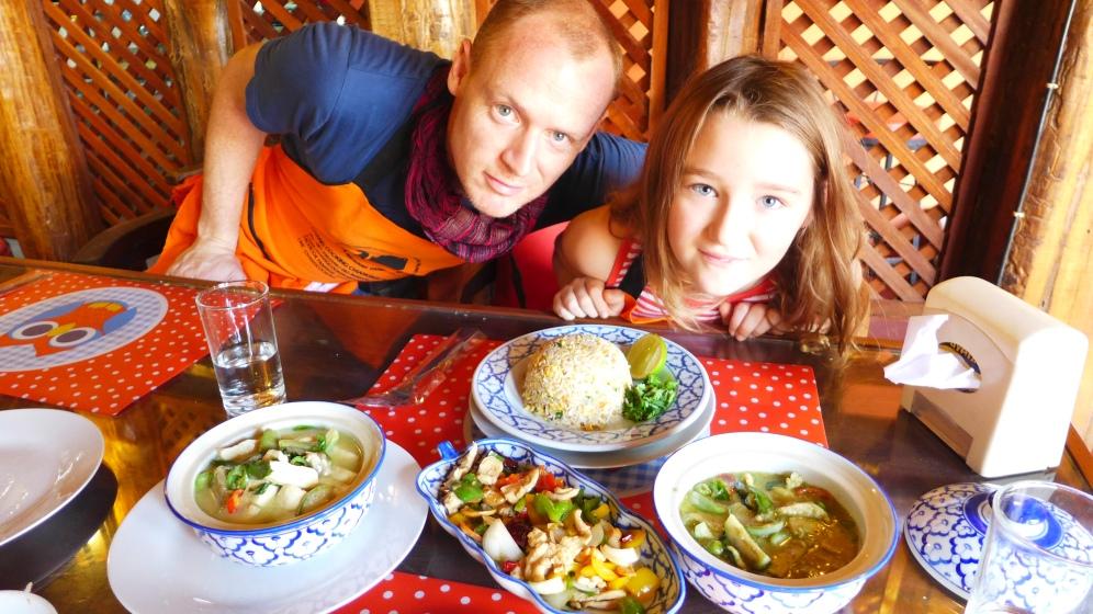 ....diverse Currys und Fried Rice.