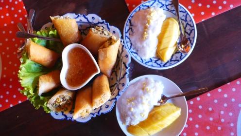 ...Frühlingsrollen, Sticky Rice mit Mango, ...