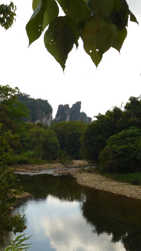 Der Fluss Sok ist unser ständiger Begleiter.